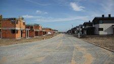 Ulica, elewacje, kolejne domy